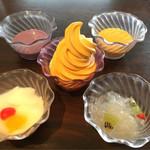 73669024 - 紫いもプリン、マンゴープリン、杏仁豆腐、マンゴーミックスソフト等。ソフトクリームはセルフです!