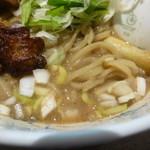 名前のないラーメン屋 - 麺とスープ