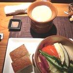 7367953 - 季節野菜の石窯蒸し フォカッチャとバーニャカウダのオーブン添え
