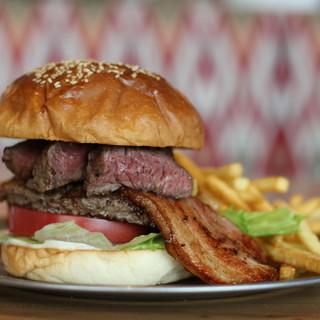 【プレミアム】『MEATBANKバーガー』肉汁が溢れる!