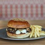 燻製チーズ&マッシュルームバーガー