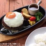 山辺スイーツカフェ - 肉厚目玉焼きハンバーグセット