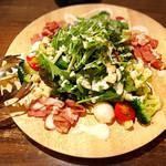 創作鉄板焼 鉄創 - ベーコンたっぷりのシーザーサラダ