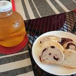 NANA CAFE - アップルジュースとベーグル各種