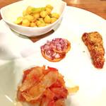73679094 - 前菜4種盛り合わせ(乾燥タラのサラダ、ひよこ豆のサラダ、メカジキのスフィンチョーネ、レモンのサラダ)