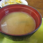 とんかつ大将 - 定食のお味噌汁はワカメのお味噌汁でした。
