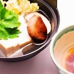 まさや - 牡蠣だし醤油で食べる湯豆腐