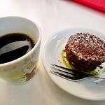 73680142 - コーヒーとドゥーブルフロマージュショコラプチ