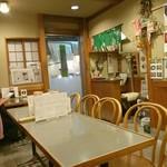 73681177 - 店内はテーブル席のみ。奥行きがあり結構広い。