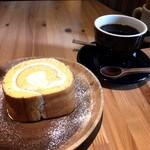 松涛カフェ - 松濤ロールとブレンドコーヒー