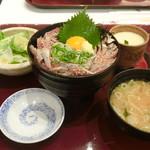 海鮮蔵 魚魚魚 - いわしたたき丼(黄身のせ)