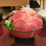 海鮮蔵 魚魚魚 - 山もりマグロ切り落とし山盛り刺身定食