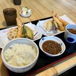 陣屋 - 大盛り天ぷら定食/980円(ごはんは大盛りになっています)