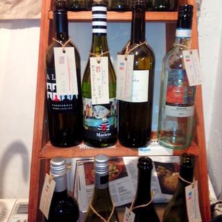 ボトルワインは2,400円!ビールやカクテルなども豊富です◎