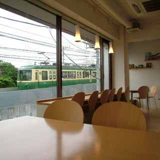 ◇全25席◇江の電を眺めながらゆったりとお食事を