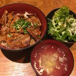 和ガリコ - 豚丼並とサラダで600円