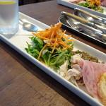 カリメロ - 二人とも900円(税込)のパスタランチをチョイス。 ◆最初に「前菜」が出されます。