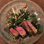 タベルナ ラ キアーヴェ - 枝肉熟成但馬牛   イチジクの葉包み焼き(トンビ、ザブトン)