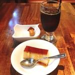 ピッツェリア マルーモ - ランチセットで食後のコーヒーとサービスのデザートを。
