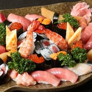 寿司は一貫より注文できます。上寿し以上で海鮮サラダ味噌汁付き