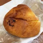 73708766 - クリームパン(140円)