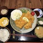 あけぼの食堂 - チキンカツ定食。