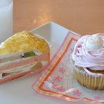 7371135 - 【2011年4月】 7皿目 フルーツクレープケーキ320円、さくらのモンブラン300円