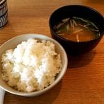 錨屋 - セットの味噌汁とご飯