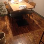 オリーブオイル料理専門店 A・Olio - テーブル席