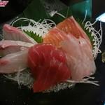 上々屋 - 料理写真:「お刺身盛り合わせ(小)」