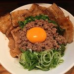 台湾まぜそば 麺屋 イッショウ - 台湾まぜそば(^_^*)炙りチャーシュートッピング〜♫
