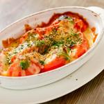 おやさいバル TIERRA KAKUREGA - フレッシュトマトのチーズオーブン焼