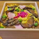 とり松 - 敷き詰められたお寿司。お花畑や~(^O^)