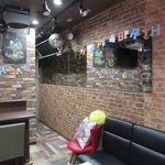 夜のケーキ屋さん ハッピースマイル - カウンター席、ソファー席(2017/09/21撮影)