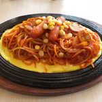 珈琲らんず - 料理写真:鉄板イタリアン(¥730)。玉子の上に乗せて提供するのが名古屋流!