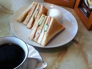 コーヒーチェリー - モーニングセットのサンドウィッチ