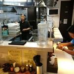 だいはち - だいはち @東池袋 オープン厨房を囲むカウンター席だけの店内