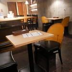 バル30 - テーブル席