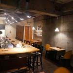 バル30 - 店内カウンター席