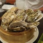 かき小屋フィーバー - 料理写真:お通しの蒸し?牡蠣。