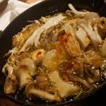 バル30 - 海老と四種キノコのアヒージョ