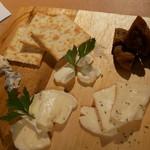 バル30 - チーズ盛り
