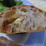 カトウパン - 料理写真: クリームチーズとドライトマトのフランス