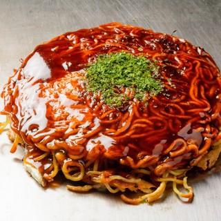 広島焼きとも一味違うカリッカリなクリスピー食感がクセになる!