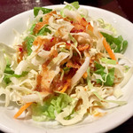 焼肉 Yakitaro - サラダ、ドレッシングはニンニク入りピリ辛