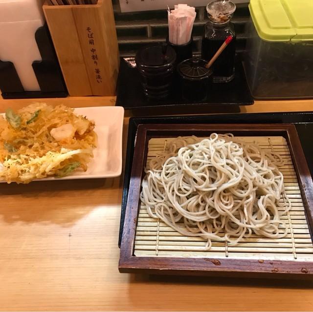 十割蕎麦 千花庵 関内店 - かき揚げざる。 税込880円。 美味し。