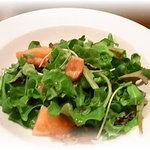 Table - ほうれん草とかりかりベーコンのサラダ