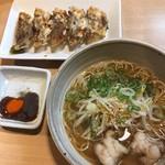 らぁ麺 國 - ホルモンラーメン(醤油)とコウネ餃子