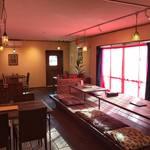 Asian Food Fuuten - お席は広めの配置でゆっくりお食事を楽しめます。