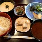 ラウンジ 志ら玉 - 料理写真:焼魚ランチ(税込1000円)(2017.10現在)